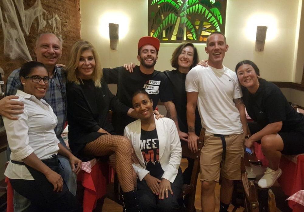 Amigos de David Delfín en Restaurante Zara