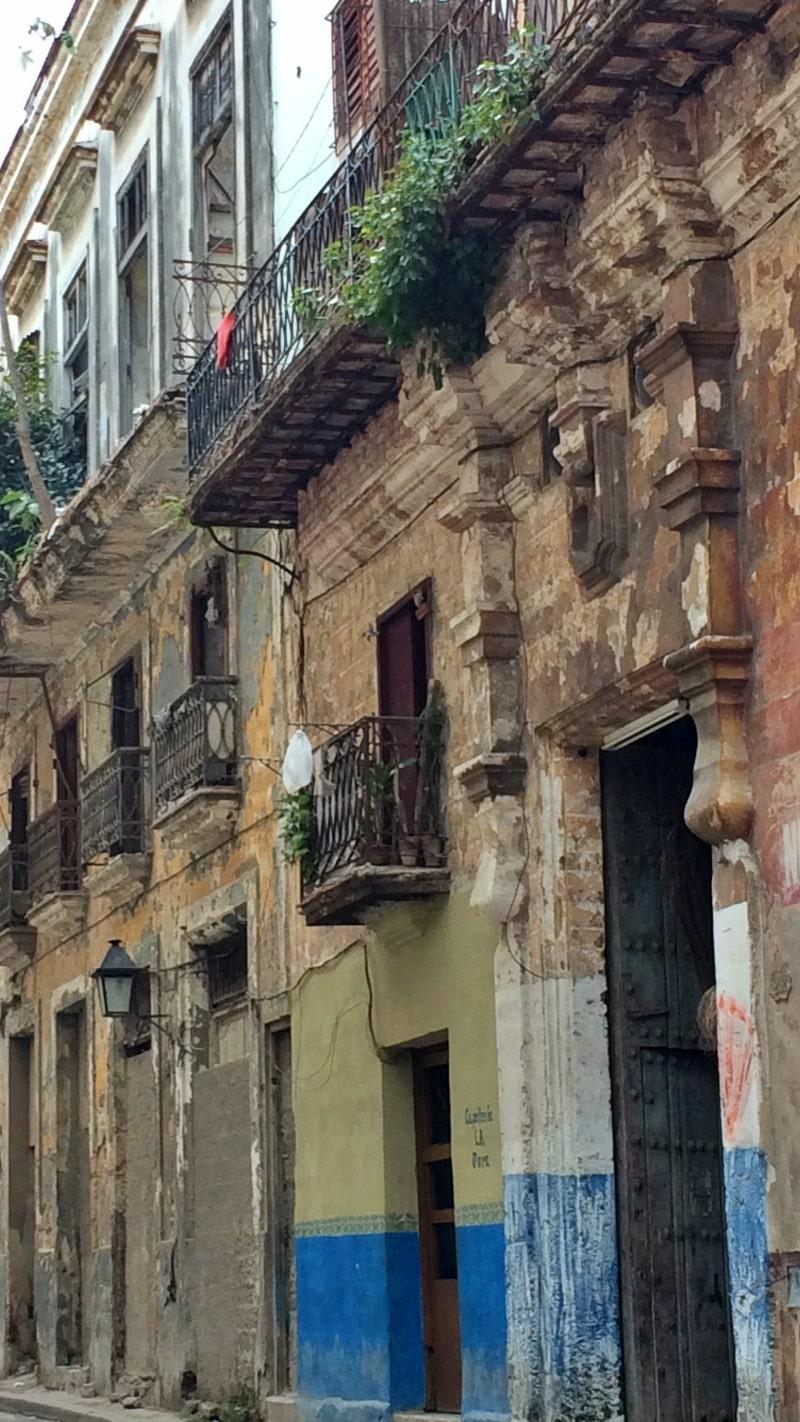 Edificio viejo en La Habana