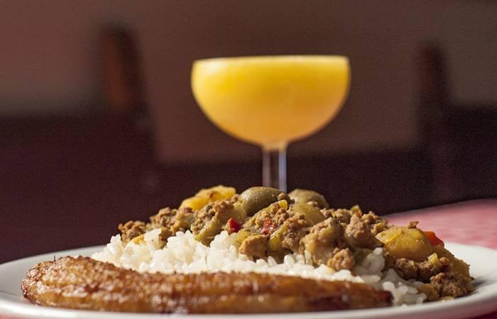 Daiquiri con picadillo y plátano frito